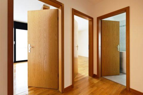 Одинаковые дверные полотна