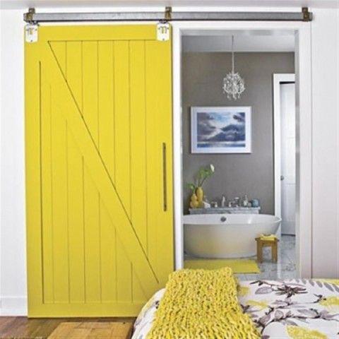 Окрашенная дверь