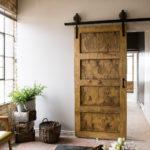 Откатная дверь отличается функциональностью и практичным исполнением