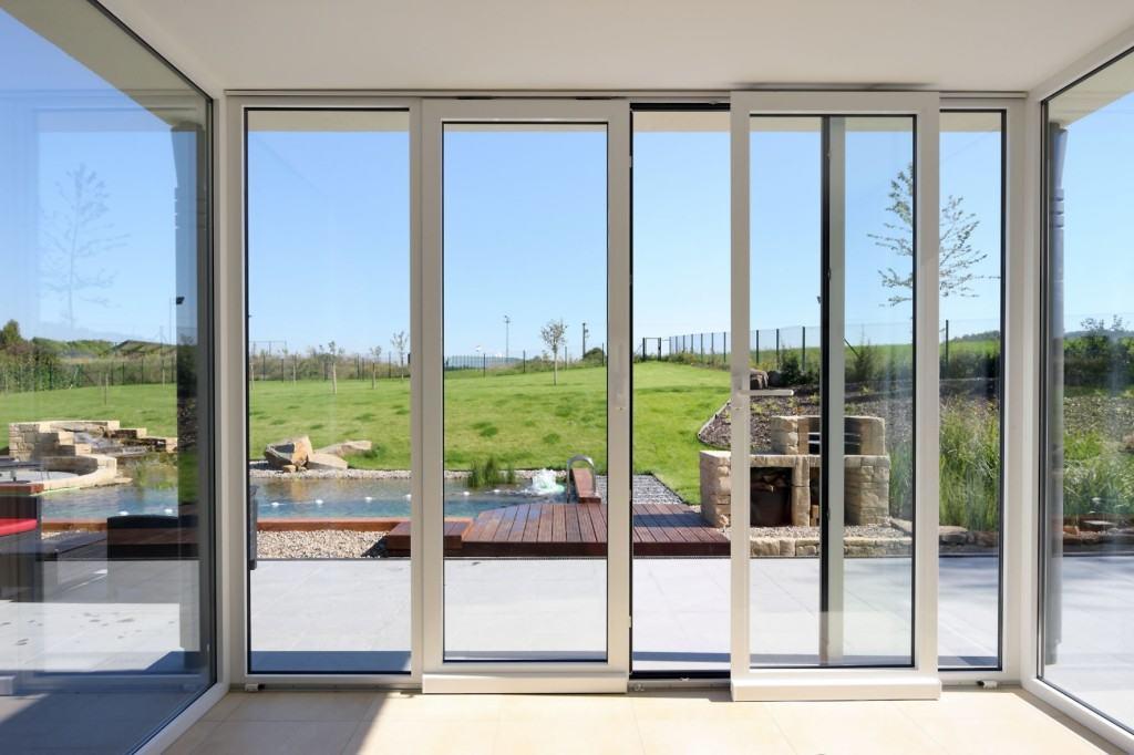 Параллельно-сдвижная дверь в частном доме