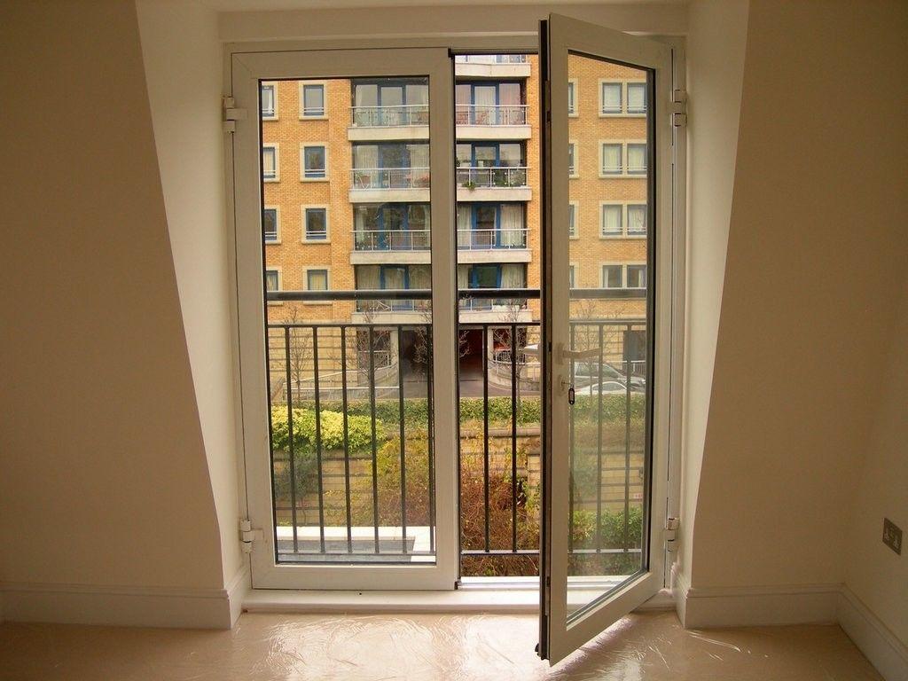 Пластиковая балконная дверь с полным остеклением