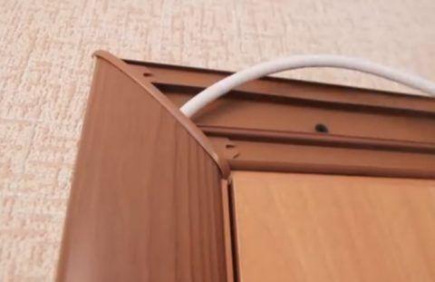 Пластиковый наличник с кабель-каналом