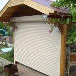Подъемная стенка навеса защитит от ветра и косого дождя