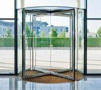 Пример роторных дверей из стекла