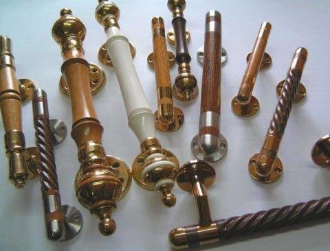 Примеры стационарных дверных ручек