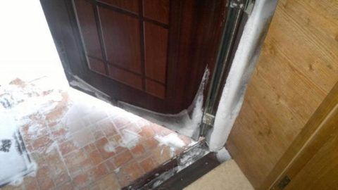 Промерзание наружного дверного блока
