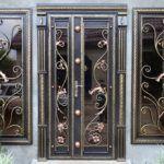 Растительный орнамент на дверях