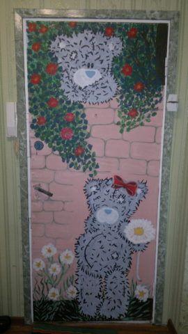 Роспись двери красками в детской комнате