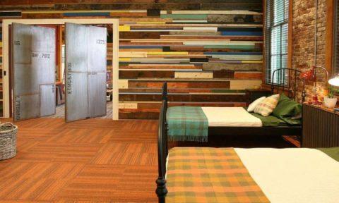 Рото-двери в интерьере спальни
