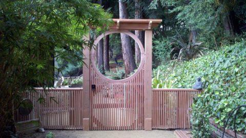 Садовая калитка в азиатском стиле
