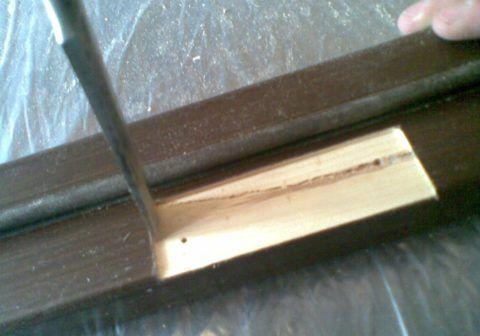 Сделайте выемку на глубину толщины пластины петли