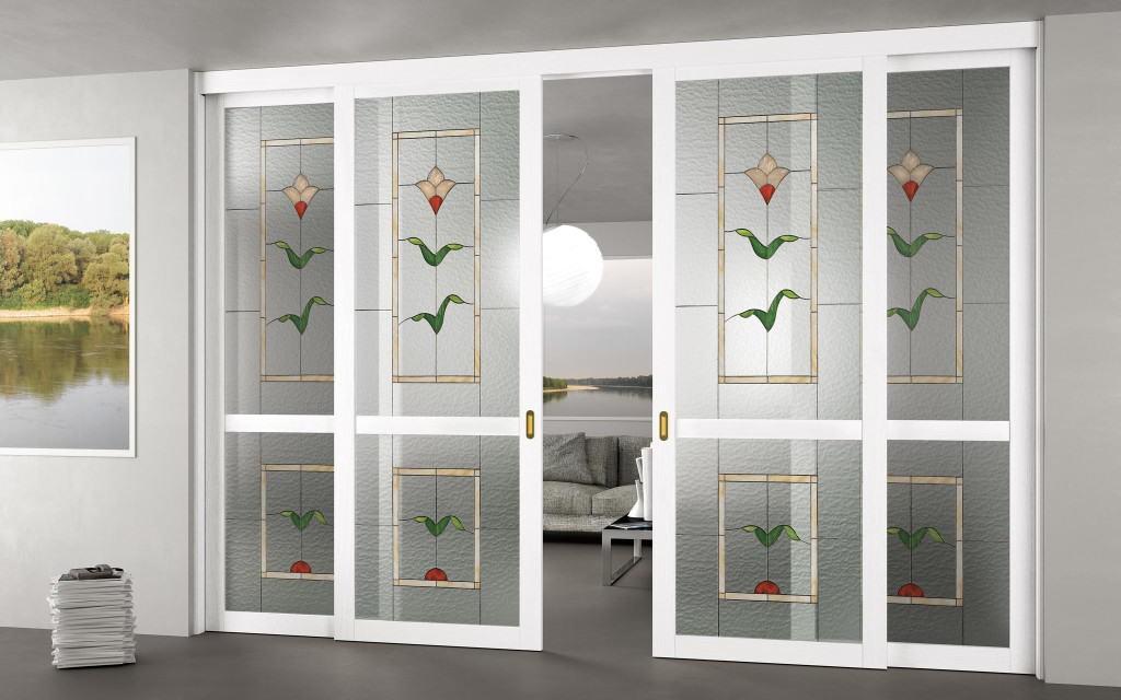 Складные пластиковые двери с декоративным остеклением