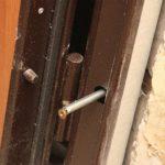 Способ подходит и для установки металлических дверей