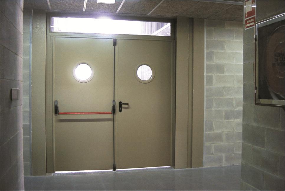 Стальная эвакуационная дверь без порога