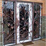 Стальные рисунки на двери