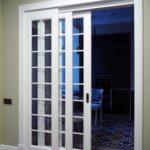 Телескопическая конструкция двери, полотна смещаются в одну сторону