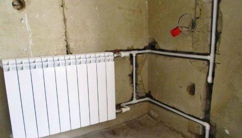 Трубы отопления на стенах