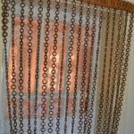 Цепочки из деревянных и металлических колечек