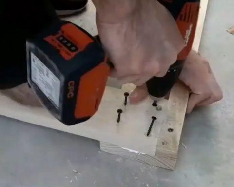 Угловое крепление деталей рамы