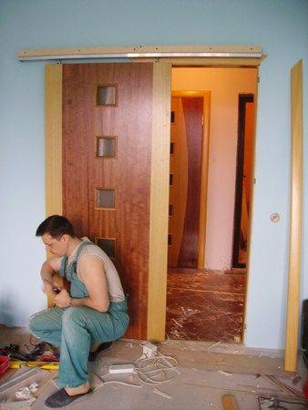 Установка межкомнатных дверей купе своими руками