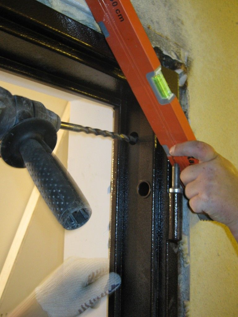 установка стальной двери своими руками