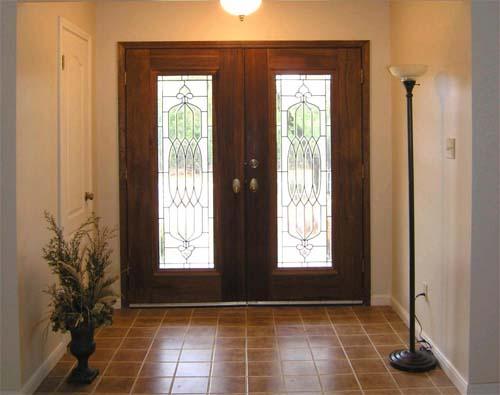 установка входных двойных дверей