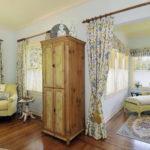В русских домах межкомнатные двери нередко заменялись занавесками
