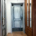 Вариант оформления обычного дверного полотна в стиле лофт