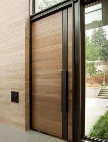 Входная дверь для современного скандинавского фасада