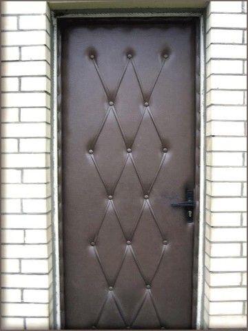 Входная дверь обшитая винилискожей