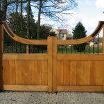 Ворота способные украсить загородный участок