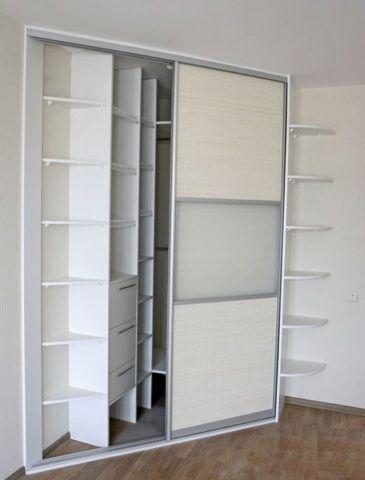 Встроенные шкафы имеют больше полезного пространства