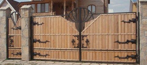 Выбираем деревянные ворота
