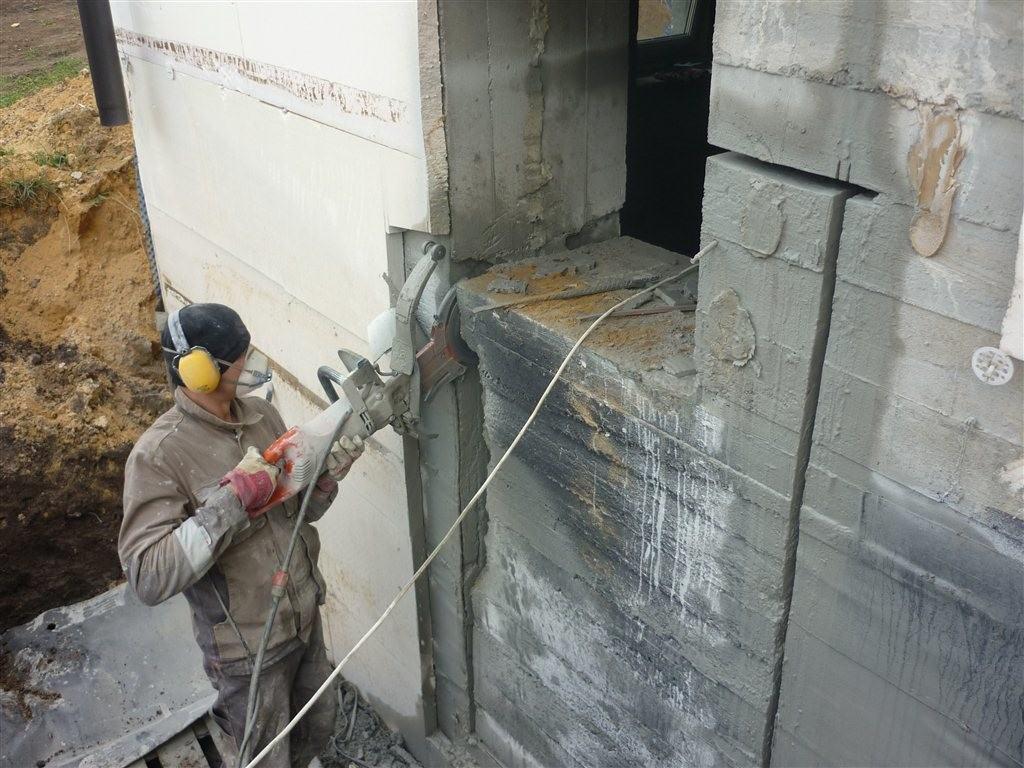 Вырезание проёма с помощью стенорезного оборудования