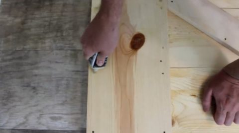 Заполнение отверстий от саморезов шпаклевкой по дереву