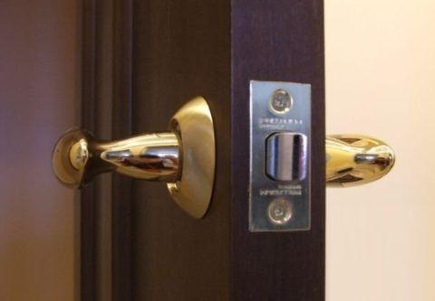 Защелка — непременный атрибут большинства дверей